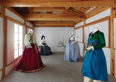 4 mannequins in Jeogori Hanbok on display in a traditional Korean house