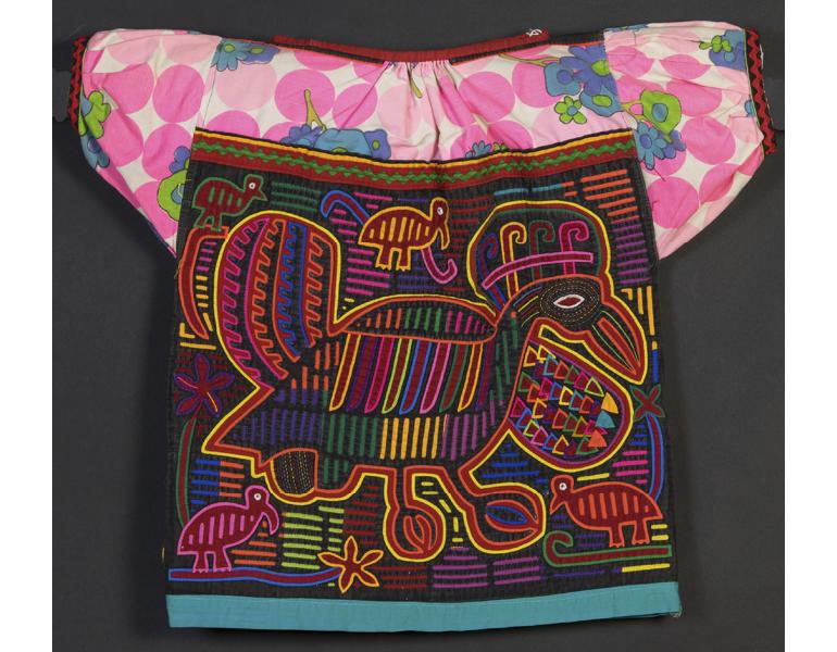 A bird mola shirt with a pink cotton upper