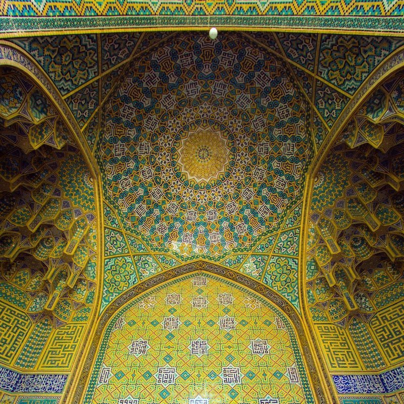 photo facing the ceiling of an elaborately tiled cultural building in Isfahan, Iran