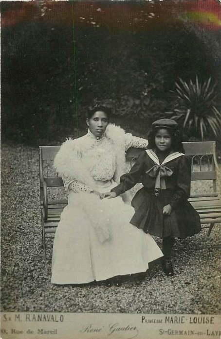 Ranavalona III seated with niece