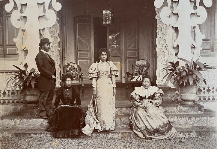 Queen Ranavalona III with family in Réunion