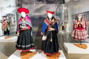 Photography of exhibition gallery with two white mannequins dressed with quechua clothing