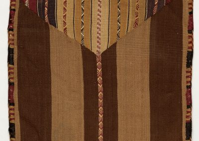 Squared, envelope-shaped coca bag with stripes in shades of brown