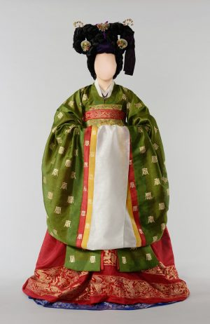 Photo of doll with traditional dress from the Joseon Dynasty